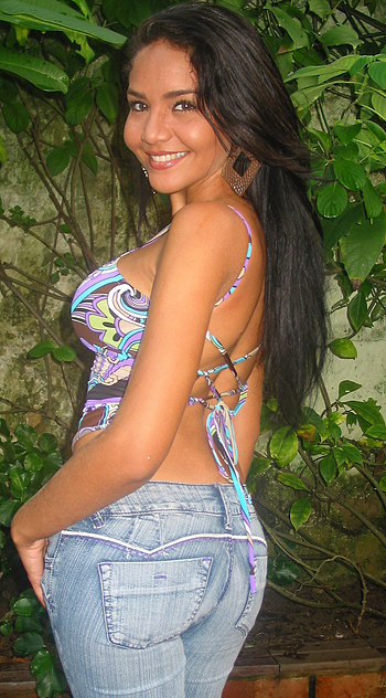 A Colombian woman with her perfectly contoured back smiling.