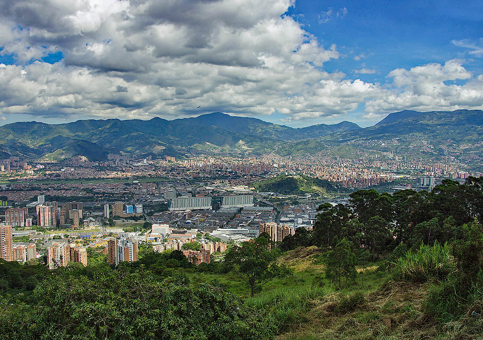 Vista of Medellin on a clear sunny day