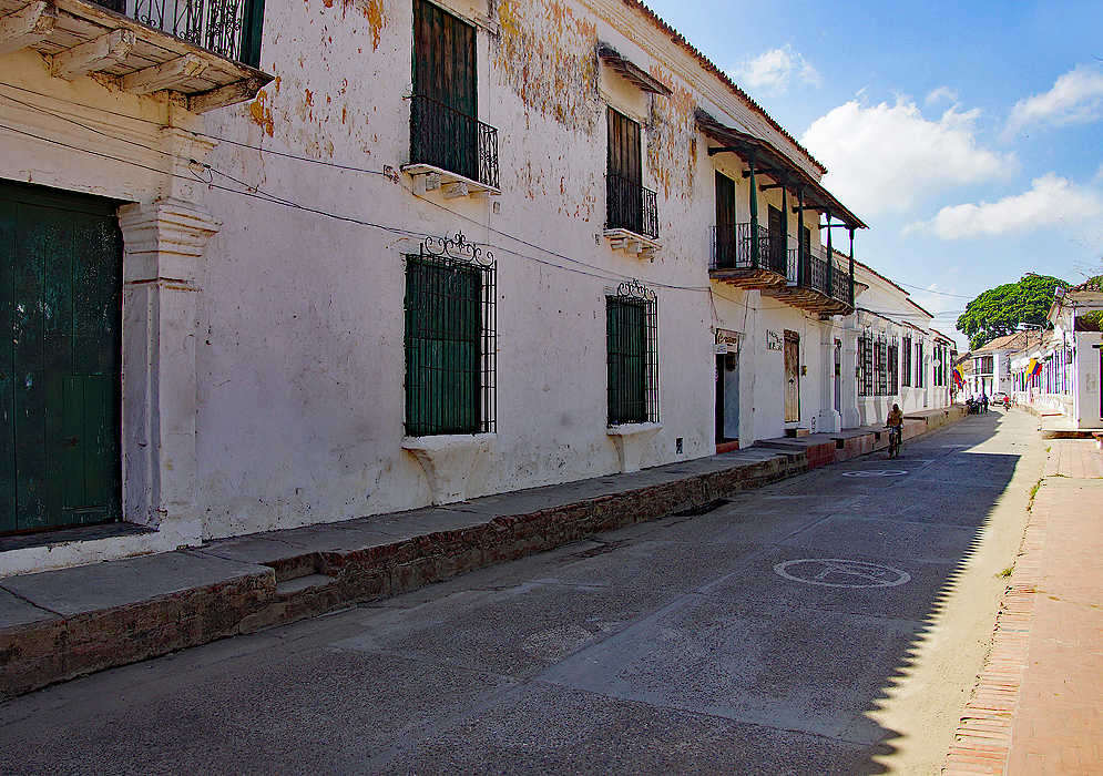 Street in Mompox with white buildings