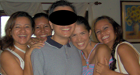 A happy man surrunded by many Colombian women during a romance tour