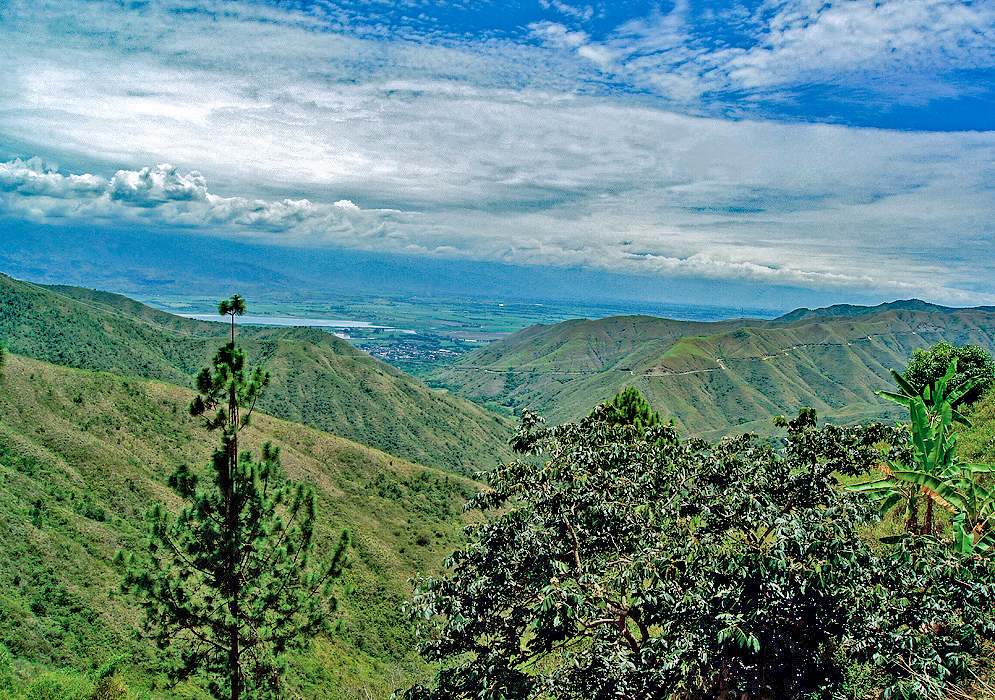 Vista of the valley of Cauca from Yotoco